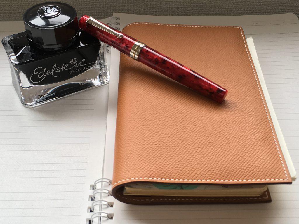 DELTA デルタ万年筆ビンテージ レッド(赤)ロッソとエルメス手帳とペリカンインクのエーデルシュタイン、ONYX