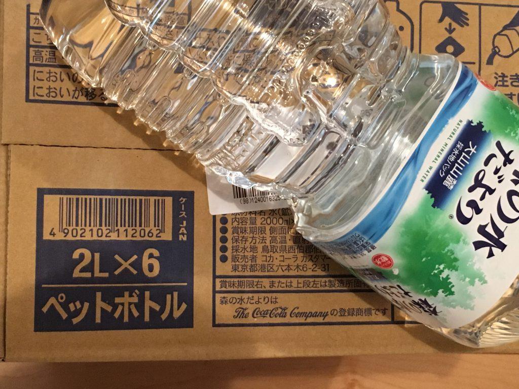 天然水を防災用に備蓄。ケース(2L×6本)。